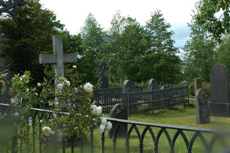 eden-hautausmaalla-060
