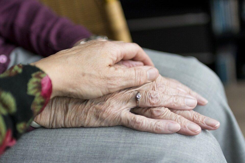 Vanhusten kädet