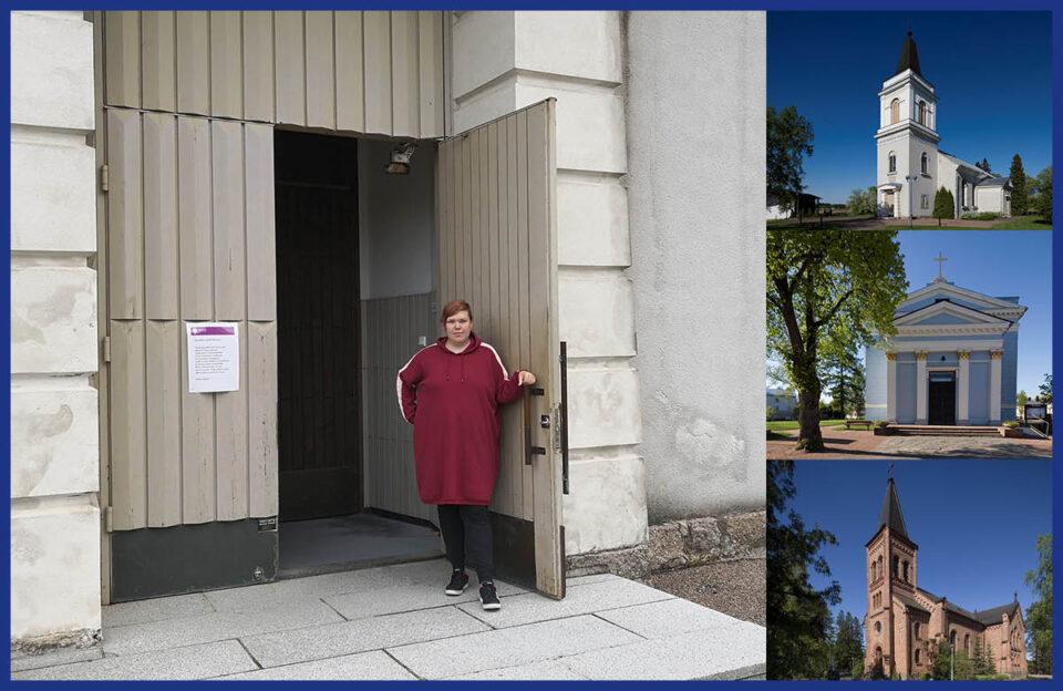 Kirkon opas pitää kirkon ovea avoinna. Kuvassa myös Marian kirkko, Johanneksen kirkko ja Miehikkälän kirkko.